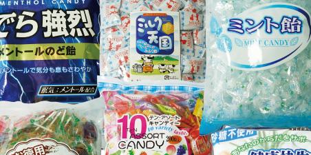 多彩な味と形のキャンディーを自社工場で生産